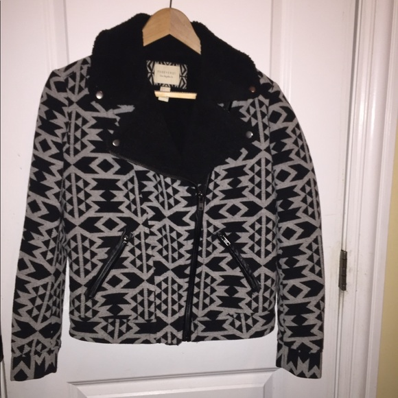 Forever 21 Jackets & Blazers - F21 Cozy Patterned Faux Sherling Crop Coat